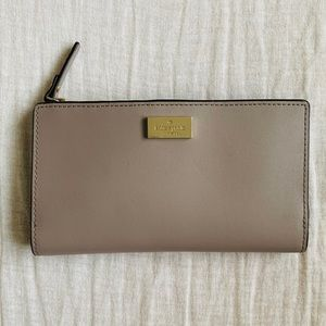 Kate space wallet! NEED GONE ASAP 10% TODAY